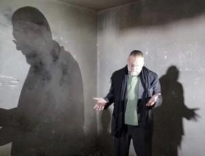 p-paolo-in-preghiera-in-unex-prigione-di-sulaymaniyya